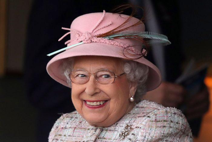 AP-queen-elizabeth-cf-170421_3x2_1600